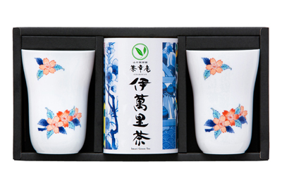 Imari tea and Japanese tea cups assortment